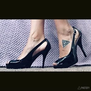 PRICE DROP Guess Peep-toe Heels